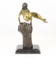 Bronze statue of a naked woman on the wrist BrokInCZ