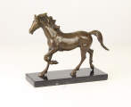 A BRONZE SCULPTURE OF A HORSE