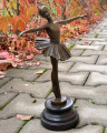 SMALL BRONZE SCULPTURE OF A BALLET DANCER BrokInCZ