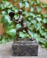 Bronze statue of tennis player BrokInCZ