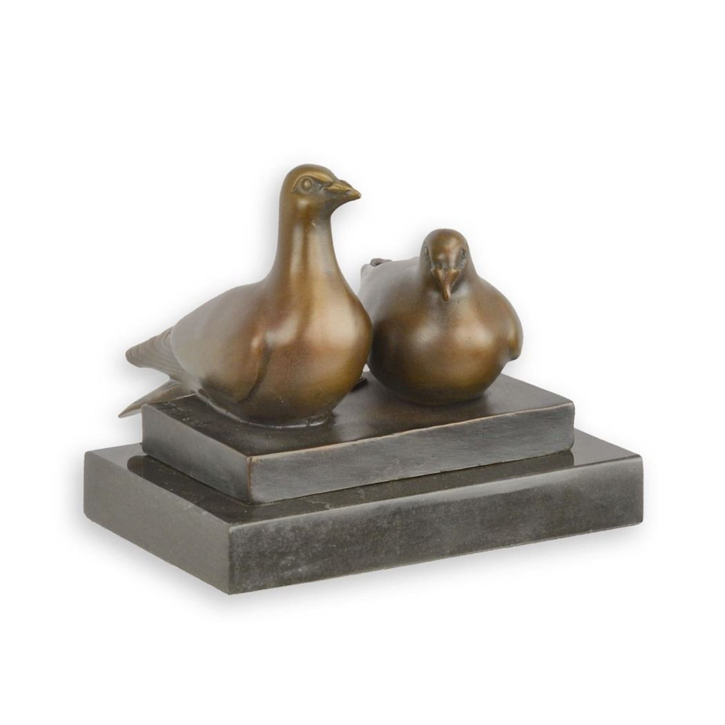 Figurine of pigeons made of bronze