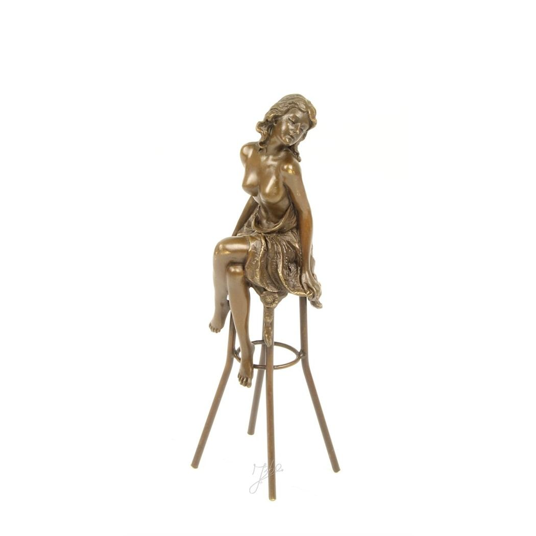 Statue of a lady on chair made of bronze