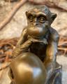 Bronze monkey statue BrokInCZ